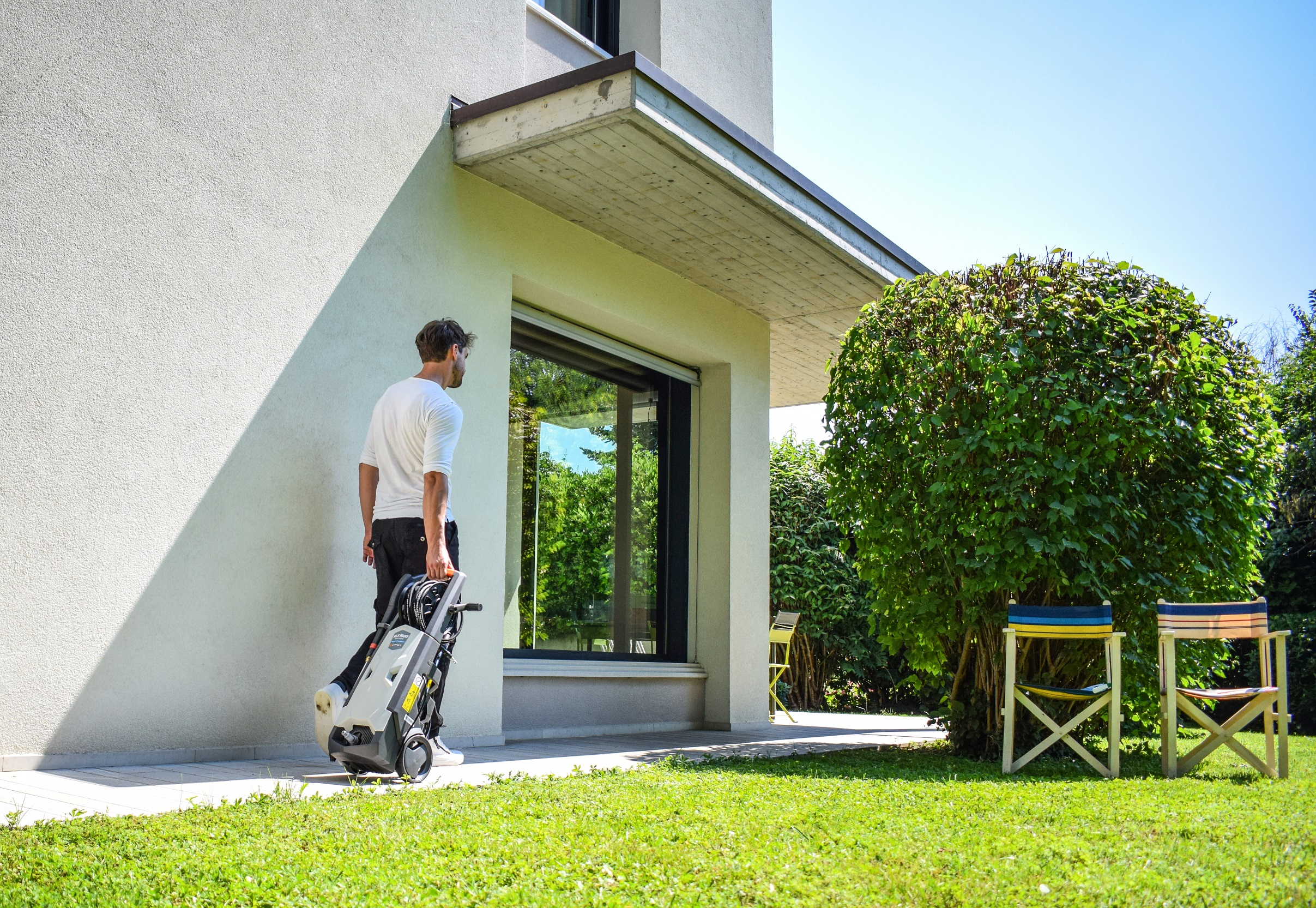 QUICK AND EASY SPRING CLEANING WITH THE PRESSURE WASHER