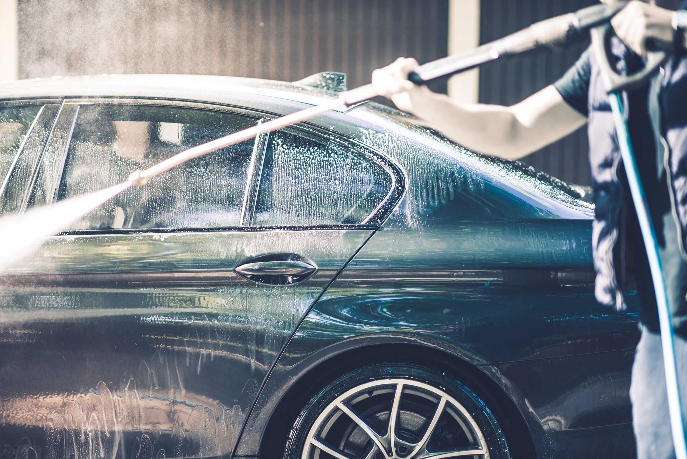 WASHING YOUR CAR WITH A HIGH PRESSURE WASHER: TIPS AND PLUSES